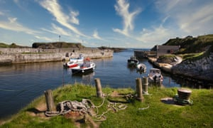 Ballintoy Harbour, IrelandPicturesque harbour with fishing boats