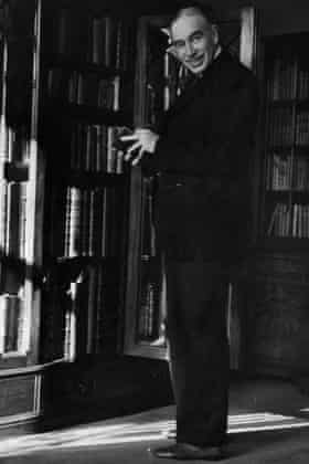 John Maynard Keynes in his library