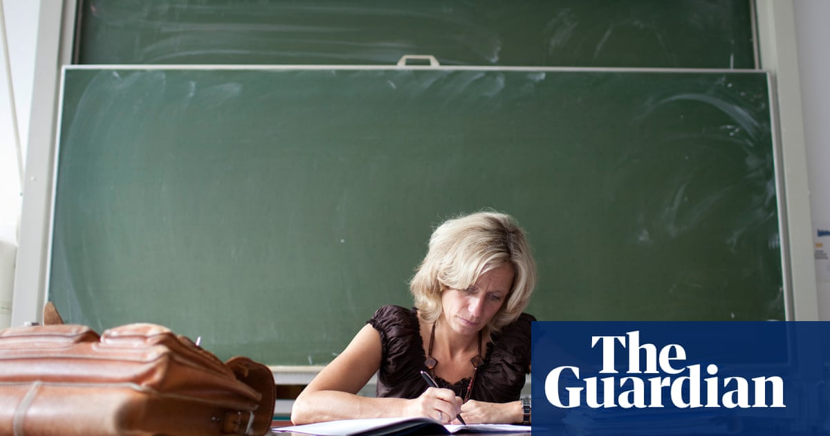 25 Of Teachers In England Work More Than 60 Hours A Week
