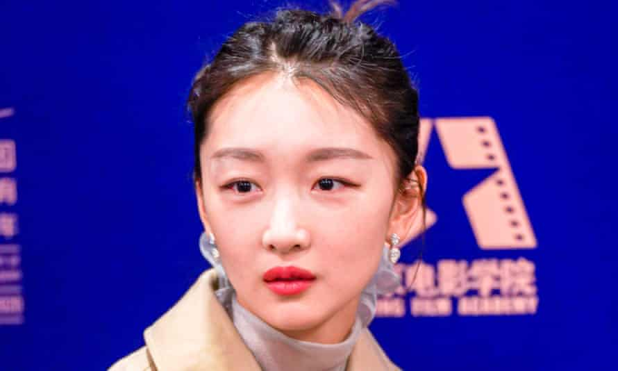 Chinese actor Zhou Dongyu has ended her contract with the UK firm over its stance on Xinjiang.