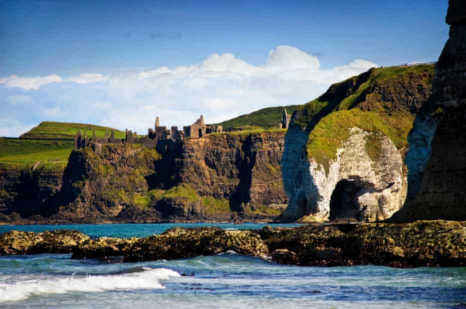 The Great Arch, Dunluce Castle, Whiterocks, Antrim, Northern Ireland, UK.