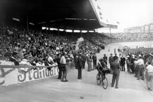 French cyclist Georges Speicher, winner of the Tour de France, after his arrival at the Parc des Princes on 23 July 1933.