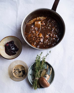 Indispensable: stout and onion gravy.