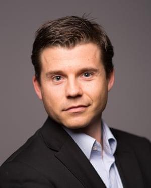 SUPPORTING Stefan Brechling Larsen