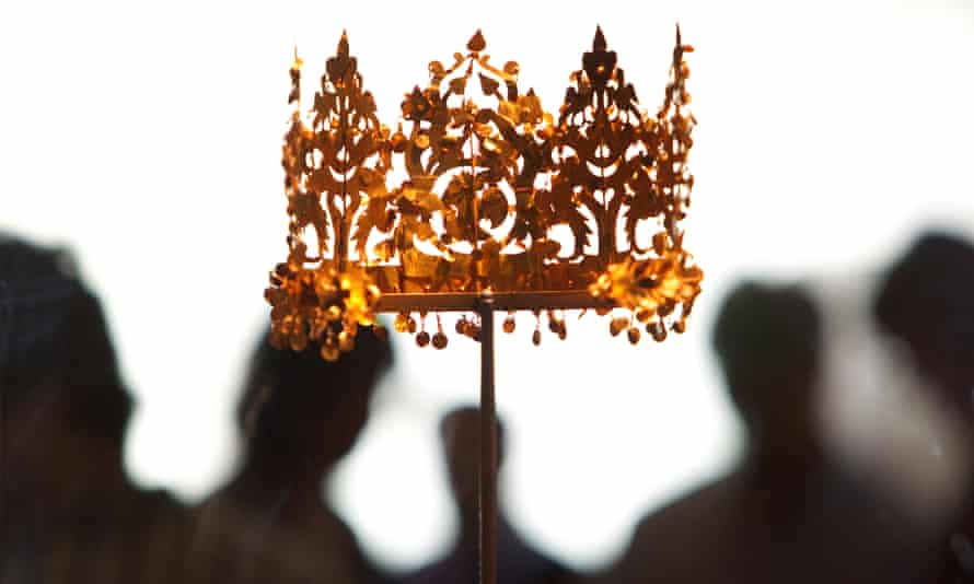 Among the treasures hidden by Najibullah Popal was a golden crown, part of the fabled Bactrian Hoard, exhibited in the British Museum, London, in 2011.