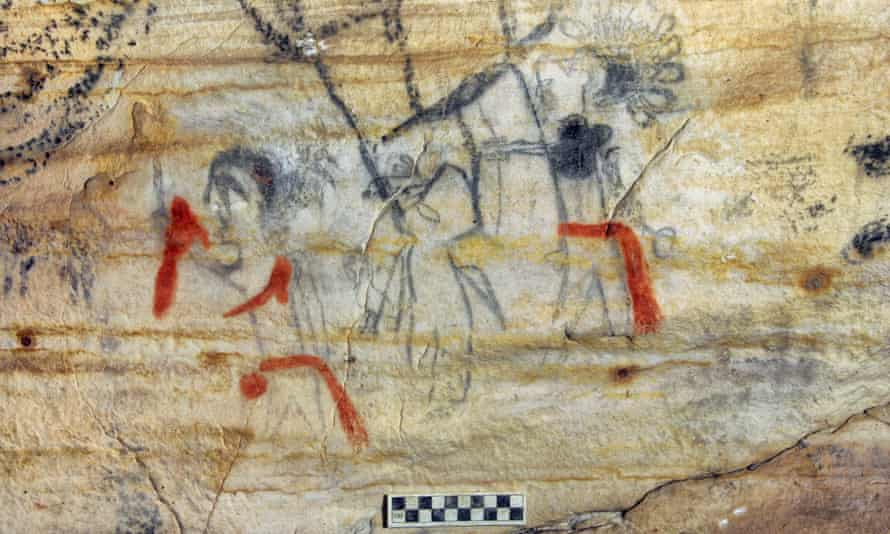 A Missouri cave featuring 1,000-year-old artwork from the Osage Nation was sold at auction for US.2m.