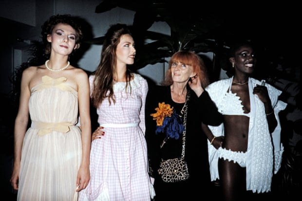 Sonia Rykiel with fashion students in 1982.