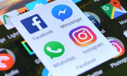 facebook, messenger, whatsapp and instagram logos on an Android smartphone screen