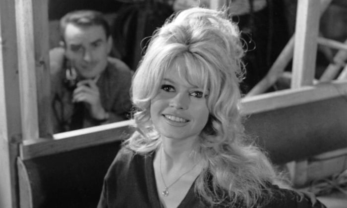 Womens hairstyles of the 1960s beehive