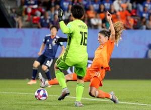 Netherlands' Danielle van de Donk in action with Japan's Ayaka Yamashita.