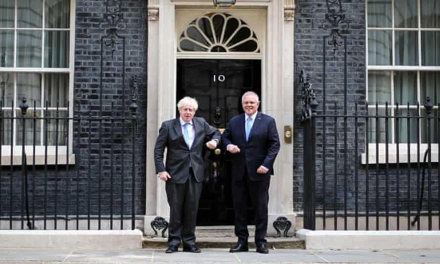 Scott Morrison poses with Boris Johnson outside No 10