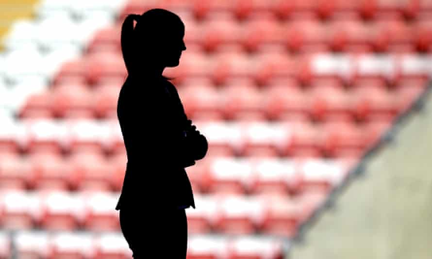 Communication from clubs and leagues with professional women footballers during the pandemic has been poor or very poor, according to a report by Fifpro.
