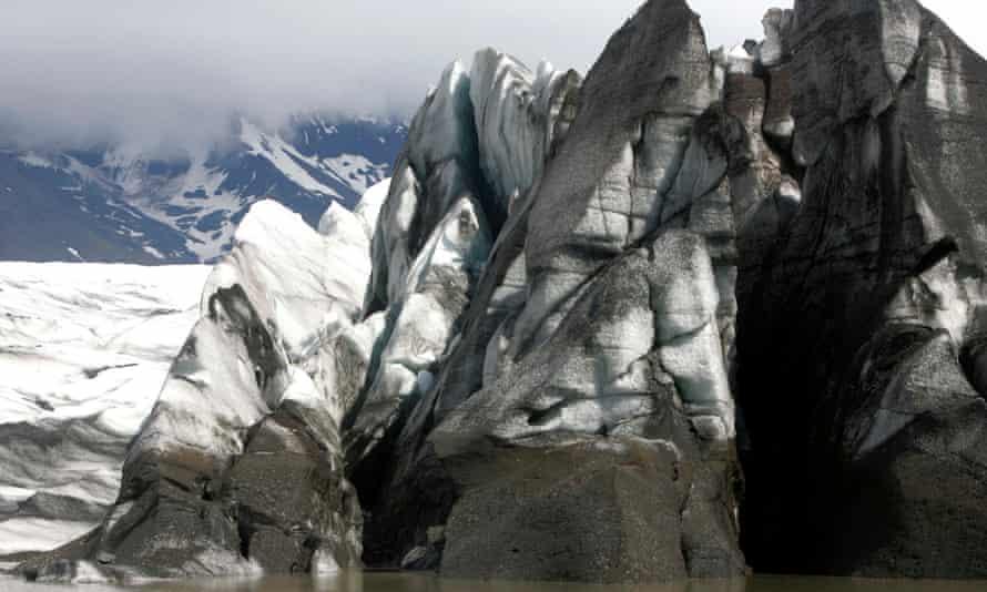 Hvannadalshnukur's Vatnajokull glacier