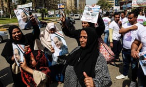 Sisi voters in the street holding posters