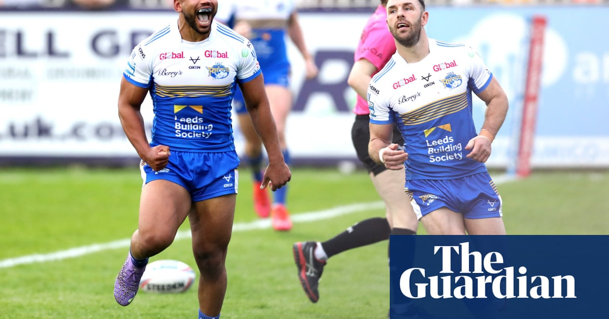 Leeds ignite season as they beat Castleford with 11-try demolition job