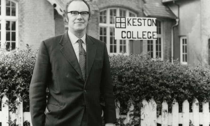 Keston College found its first home in the early 1970s in the former parish school at Keston Common, in the London borough of Bromley.