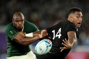 All Blacks winger Sevu Reece evades the tackle of South Africa's Makazole Mapimpi to offload the ball at International Stadium Yokohama.