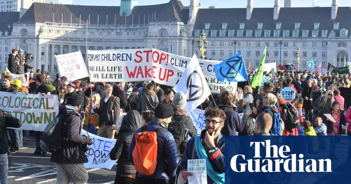 Several arrested as thousands block London bridges in climate rebellion image