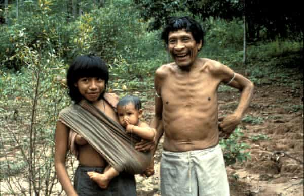 Karapiru and his wife Marimia and their baby in 2000.