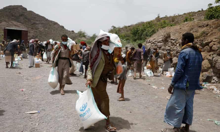 Yemenis get food aid