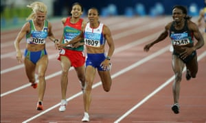 Kelly Holmes wins gold medal in Athens in 2004 after an incredible final 50 metres.