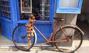 An Onion Johnny bike in Roscoff.