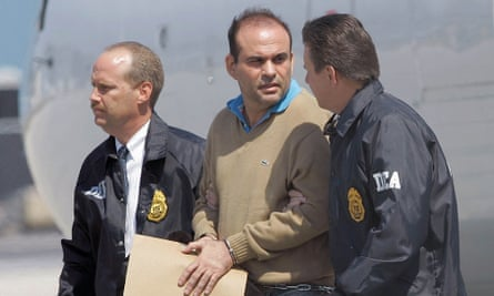 Salvatore Mancuso is escorted by US DEA agents in Florida in 2008.