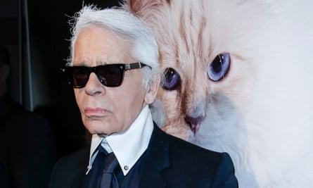 Lagerfeld in Berlin, 2015, with an image of his beloved cat, Choupette.