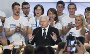 Jaroslaw Kaczynski with supporters