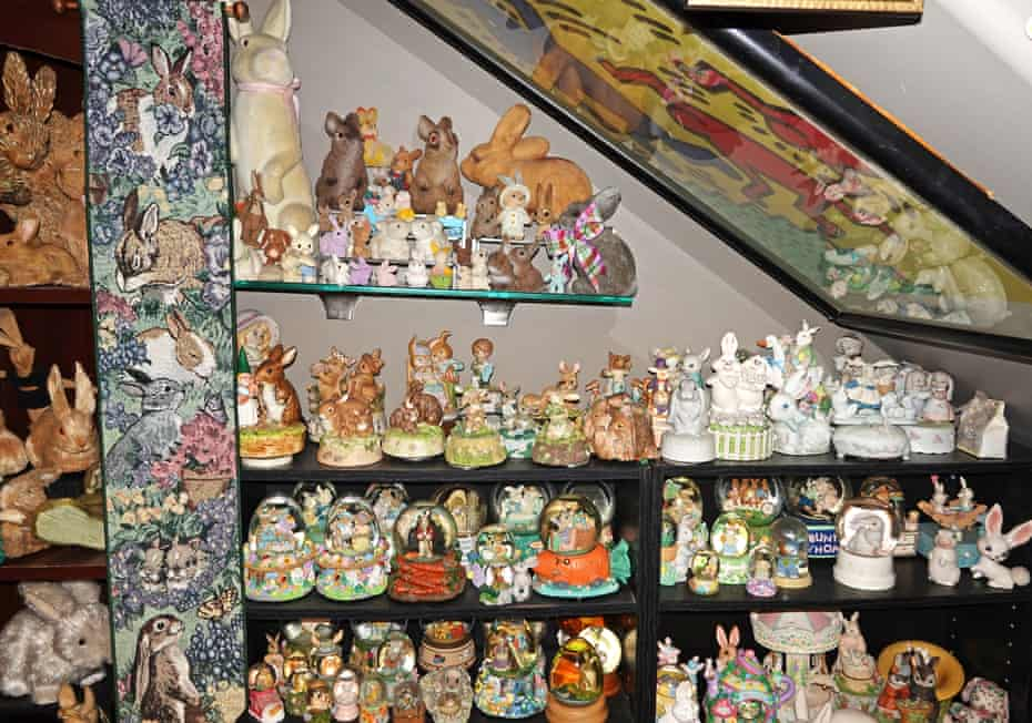 Various decorations of bunnies, snowballs and music boxes.