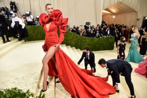 Karlie Kloss keeps the red trend going with this dress by Wes Gordon for Carolina Herrera