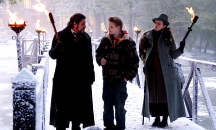 Alexander Ludwig, centre, in The Seeker: the Dark is Rising (2007)
