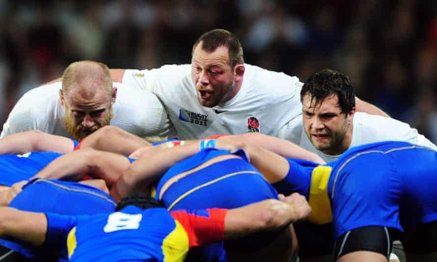 Steve Thompson (centre), pictured playing for England against Romania in 2011, is one of eight players considering legal action against World Rugby.