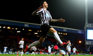 Joselu of Newcastle United celebrates scoring their third goal.