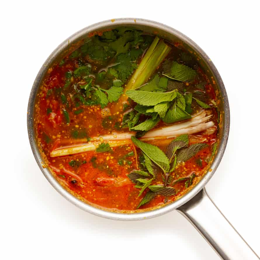 Felicity Cloake. The Perfect... Laska Peel the prawns, then fry the shells and heads in oil. Add water, lemongrass and laksa leaves, and cook for 30 minute