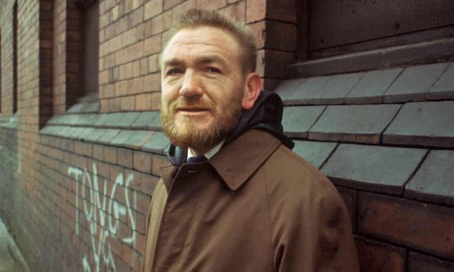 Matt McGinn (1928-77) in the Gorbals district of Glasgow in 1967.