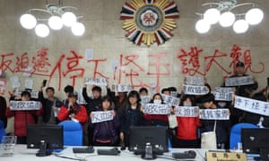 Daguan residents and students protest over the residents' eviction at the Veterans Affairs Council office in Taiwan.