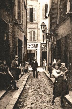 Rue de l'Amandier in Marseille, 1920.