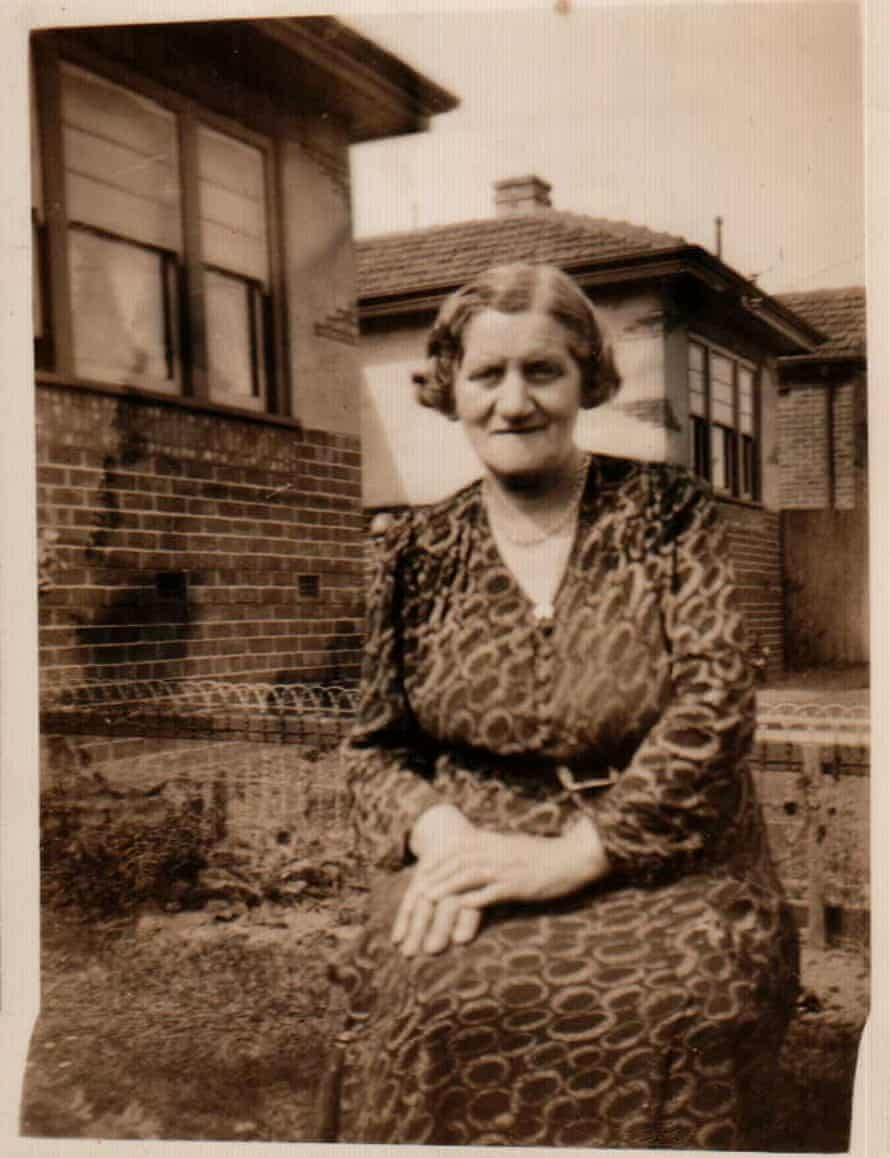 Image of Rose Pearlman at her home in St Kilda, Melbourne
