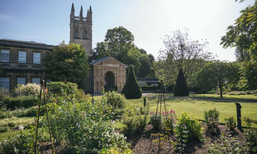 University of Oxford Botanic Garden: reconfiguring for changes to come.