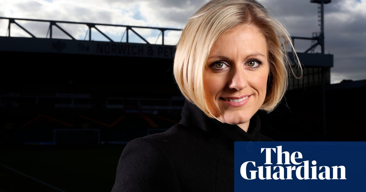 How Rebecca Lowe went from England to become the US's face of football