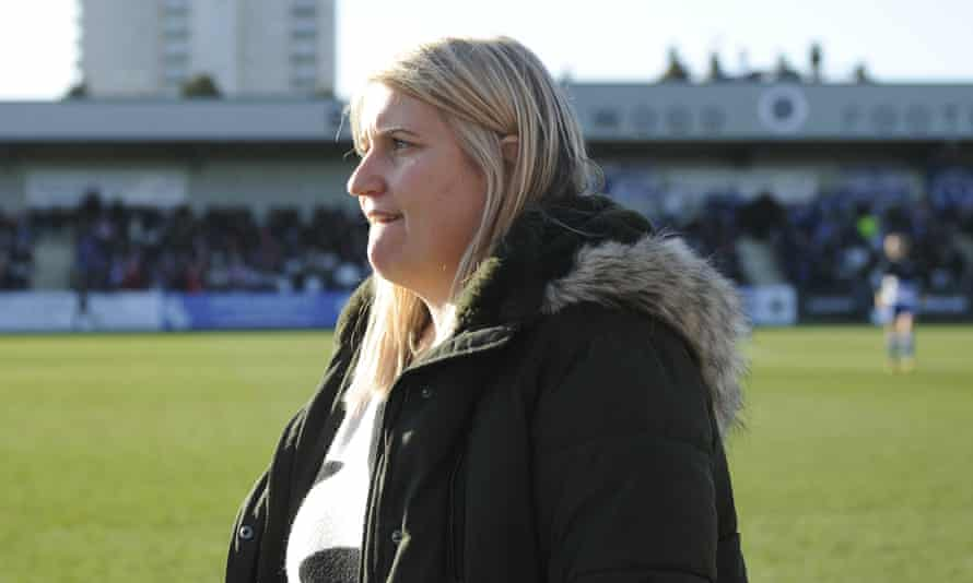 Chelsea manager Emma Hayes at half-time.