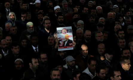 People attend a symbolic funeral prayer for Saudi journalist Jamal Khashoggi at the courtyard of Fatih mosque in Istanbul, Turkey, 16 November 2018