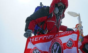 Ian Toothill with the Sheffield United flag on Everest