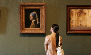 Girlwith a Pearl Earring by Dutch painter Johannes Vermeer in the museum Mauritshuis