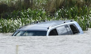 Richard Allman saw the 4WD drive into the water 'at a fast rate of speed' at Lake Gladman, Melbourne