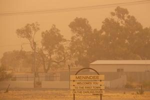 Dust storm at Menindee