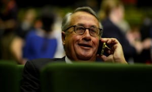 Former treasurer Wayne Swan, who guided Australia through the global financial crisis, says the government won't stay the distance on economic stimulus.