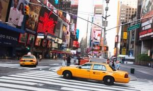 تاکسی های تاکسی در Times Square ، Midtown Manhattan.