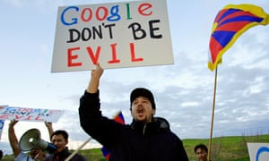 Students For A Free Tibet protest in front of Google's headquarters in Mountain View, California January 25, 2006. China's propaganda mandarins closed an outspoken supplement of a respected newspaper, as Web search leader Google announced restrictions on a new service for China to avoid confrontation with Beijing. REUTERS/Kimberly White